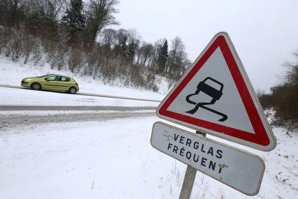 Attention à la neige et au verglas sur les routes.