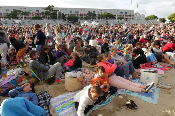 """Chaque été, les concerts du festival """"Un Violon sur le Sable""""  attirent des dizaines de milliers de spectateurs sur la plage de la Grande Conche à Royan."""