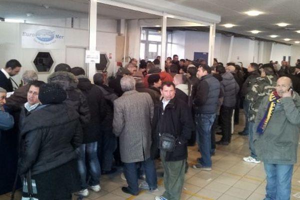 Sète (Hérault) - 200 passagers d'Euro-mer devant partir jeudi soir pour le Maroc sont bloqués à quai jusqu'à lundi - 16 janvier 2013.