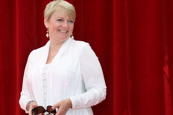"""Alison Arngrim, alias Nellie Oleson dans """"La petite maison dans la prairie"""", donnera son spectacle au Lonzac (Corrèze), les 6 et 7 avril 2019."""