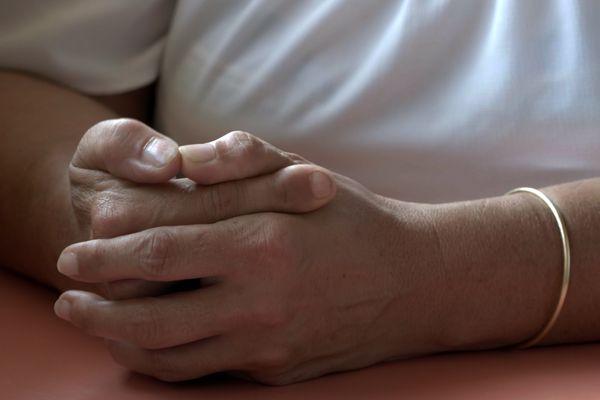 Chaque année en France, au moins 220.000 femmes sont déclarées victimes de violences conjugales.