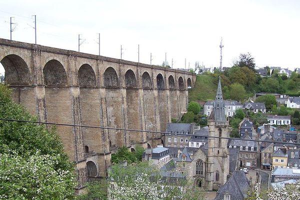 Viaduc et église Sainte-Mélaine à Morlaix (29)