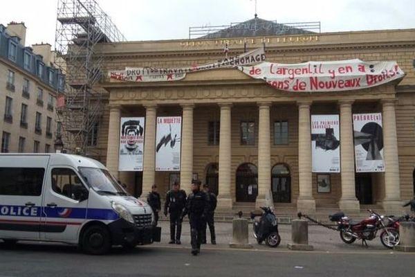 Les intermittents occupent le théâtre de l'Odéon à Paris.