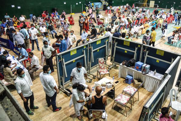Le stadium de Guwahati en Inde transformé en vaccinodrome, le 22 avril 2021