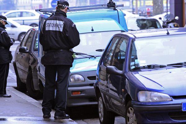 """Depuis le 1er janvier 2018 et la création du """"forfait post-stationnement"""" à 60€, 5 automobilistes sur 10 payent désormais leur parking, et le trafic a diminué de 2.5% dans le centre-ville de Lyon."""