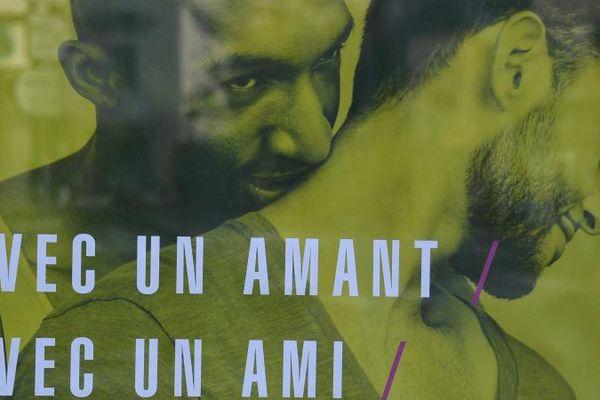 Affiche de la campagne de prévention contre le sida, au coeur de la polémique, dégradée et même censurée par certains maires