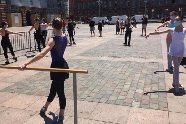 Les écoles de danse, autorisées seulement à pratiquer à l'extérieur, demandent à pouvoir rouvrir leurs centres.