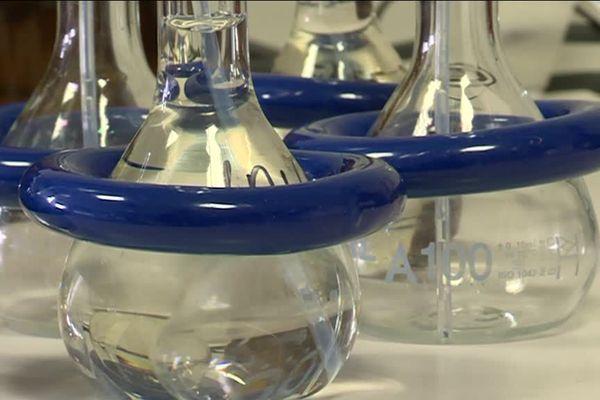 Le laboratoire Peirene de l'université de Limoges est spécialisé dans l'analyse des pesticides contenus dans l'eau.