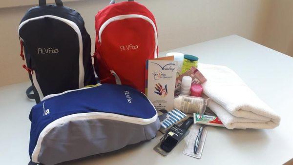 Le pack de première nécessité comporte notamment une brosse à dent, du savon, du dentifrice et des tampons.