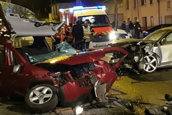 L'accident a été très violent vendredi soir à Villeneuve-sur-Lot - PHOTO LA DEPECHE DU MIDI - édition Villeneuve sur Lot -