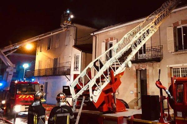Le feu a pris vers 4 heures du matin dans ce bâtiment de la place Renet à Vesoul.