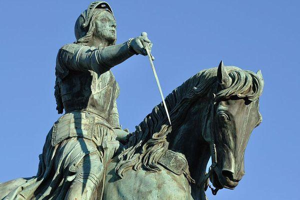 Statue de Jeanne d'Arc à Orléans, place du Martroi