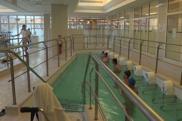 La source d'eau chaude à 53 degrés soigne rhumatismes et troubles articulaires.