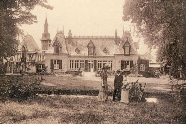 La mairie de Clairoix au début du XXe siècle.