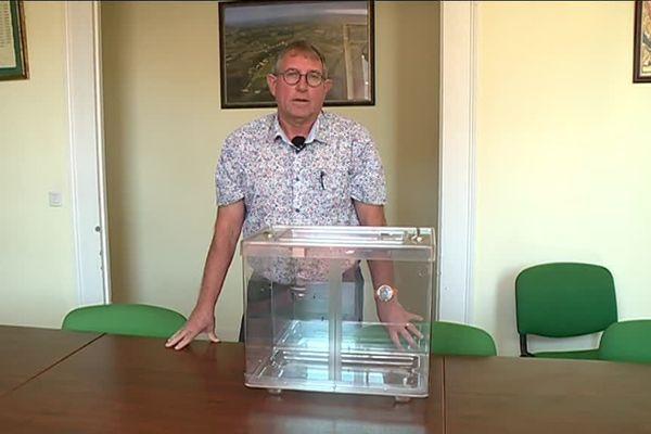 Alain Castang maire de Rouffignac-de-Sigoulès est à l'origine de l'idée de boycotter le transfert des résultats des européennes le soir du 19 mai, une idée adoptée à l'unanimité par les maires ruraux excédés de l'étranglement et du manque de considération dont ils se disent victimes de la part de l'Etat