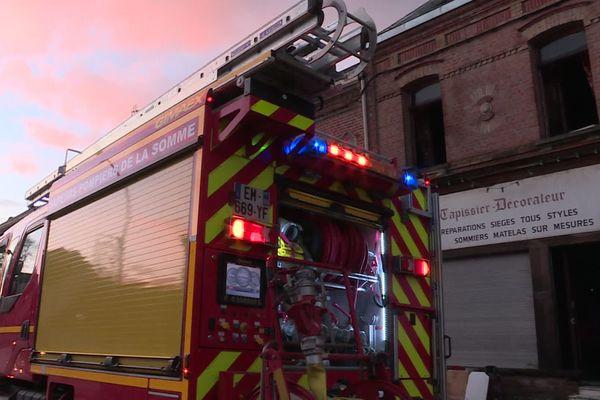 D'importants moyens ont été déployés pour circonscrire l'incendie de l'ancien atelier de tapisserie-décoration de l'avenue Louis-Blanc à Amiens qui a causé la mort de deux personnes le mardi 29 décembre 2020