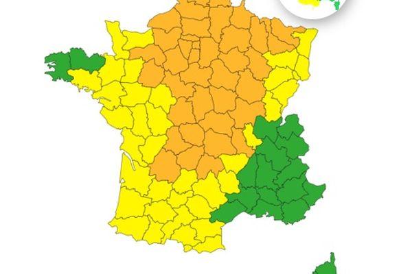 Météo France a placé 41 département en vigilance orange et 27 autres en vigilance jaune pour orages violents ce samedi matin