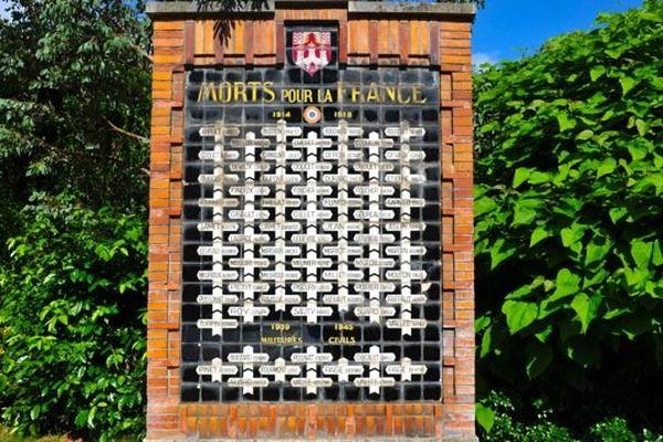 Des plaques en faïence pour honorer les morts pour la France