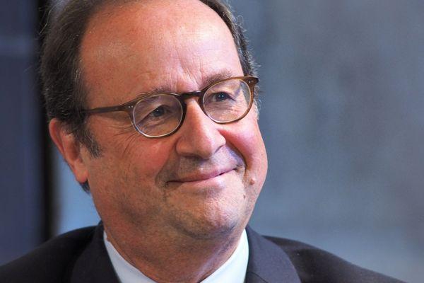 L'ancien président est à Boulogne-sur-Mer pour une séance de dédicaces.