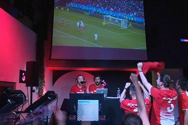 Chez nos voisins suisses, depuis le début de la coupe du monde, le foot se regarde... à la radio !