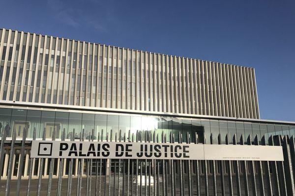 Soupçonné d'avoir tué sa conjointe, un homme de 46 ans, résidant à Ifs (14), est actuellement présenté à un juge d'instruction du Tribunal judiciaire de Caen.