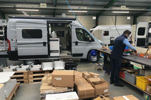 Font Vendôme commercialise des vans aménagés pour le tourisme d'évasion.
