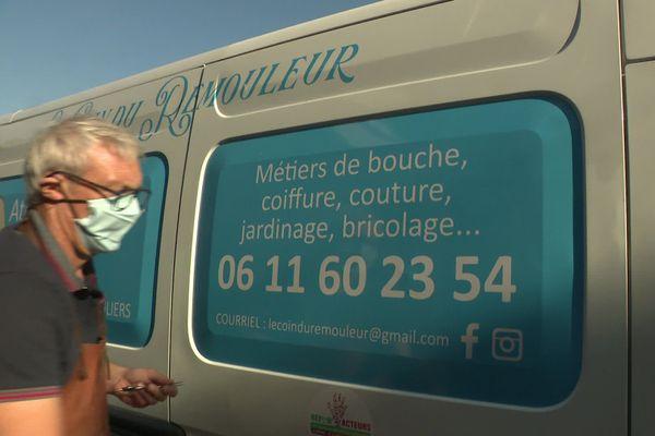 La camionnette d'Olivier Lanvin, affûteur - rémouleur périgourdin itinérant. Elle lui permet de se rendre directement chez ses clients, professionnels ou particuliers et de proposer ses services sur les marchés du périgord