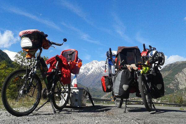 Depuis 2012, la famille Frémiot a parcouru des milliers de kilomètres. Exclusivement à vélo.