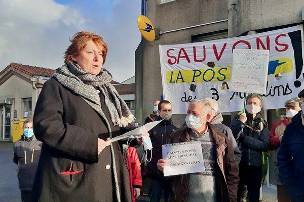 Les habitants de Rezé protestent conte la décision de La Poste de fermer son bureau du quartier des Trois-Moulins