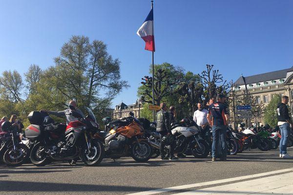 Manifestation de motards devant la préfecture à Strasbourg