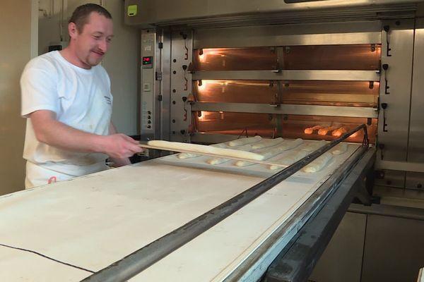 Jonathan Rouland 27 ans, nouveau boulanger de la Chapelle-en-Juger