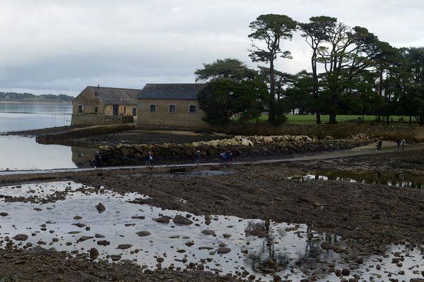 L'île Berder dans le Morbihan suscite les oppositions. Un complexe hôtelier doit y être construit mais le projet est rejeté par des habitants de Larmor-Baden