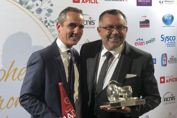 Trophée de la gastronomie et des vins 2019 : Frédéric Dass, le F2, trophée de l'accueil & Arnaud Jobard, dir commercial de Danone Eaux