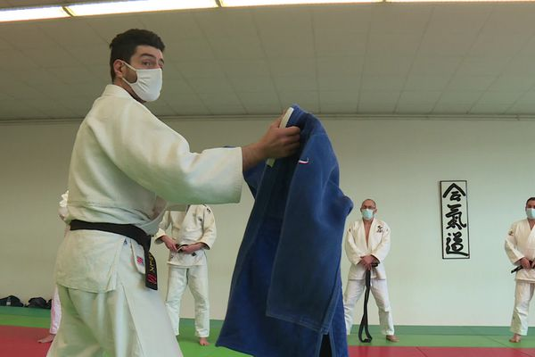 Dans l'Ain, les pros du judo se sont retrouvés sur un tatami, dimanche 7 février pour parfaire leur pratique du sans-contact, pas évident pour leur sport.