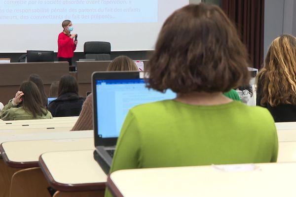 Les cours en présentiel ont repris à la faculté de droit de l'université Jean Monnet de Saint-Etienne avec 20% des effectifs et un jour par semaine