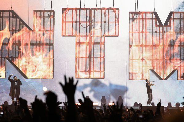 Le duo NTM fait une série de concerts pour fêter ses 30 ans. Ils affichent complets : les 15 000 places se sont vendues en quelques minutes.