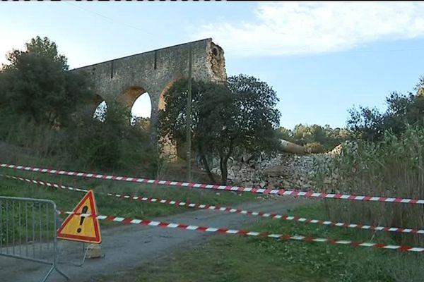 Le viaduc a été construit au 19ème siècle.