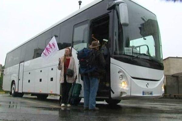 Le premier bus à partir de Reims ce dimanche matin est composé de bénévoles qui feront partis du service d'ordre mis en place pour éviter tout type d'incident.