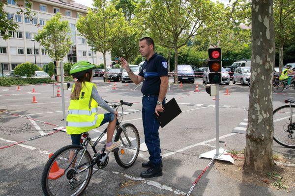 La prévention routière est organisée par la police nationale
