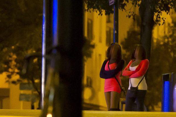 """Image d'illustration. Selon les enquêteurs, """"20 et 40 femmes nigérianes se prostituent régulièrement sur la voie publique poitevine""""."""
