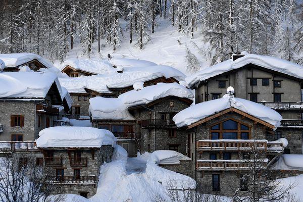 De nouvelles chutes de neige devraient ajouter entre 3 et 10 centimètres sur les massifs du Sancy et des Alpes.