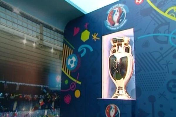 Le trophée : la coupe Henri Delaunay, du nom du fondateur de l'Euro.