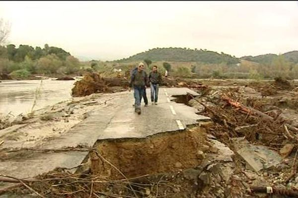 Route coupée à Antisanti (Haute-Corse), conséquence des pluies diluviennes qui se sont abattues le 28 novembre