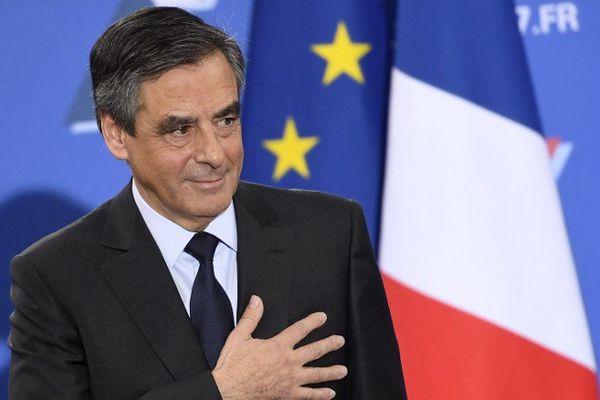 François Fillon, plébiscité à la primaire, sera le champion de la droite en 2017