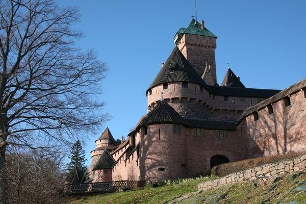 Mêler château du Moyen Âge et musique électro le temps d'un concert, le mardi 24 avril.