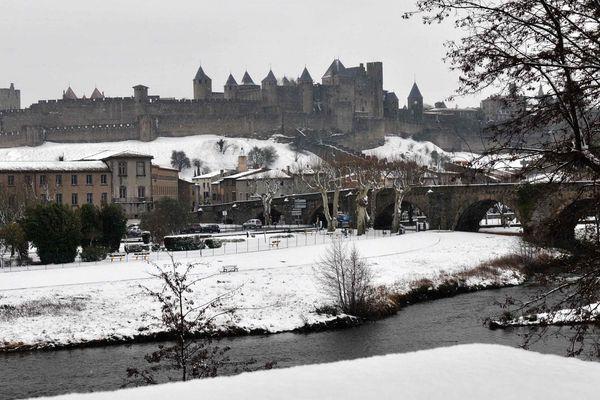 Pour trouver une neige qui tient au sol il faut descendre au sud la Loire comme ici Carcassonne ce matin