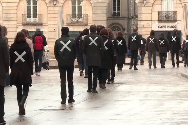 Les intermittents ont mené leur action devant le Grand Théâtre et sur le marché de Dijon entre 10h00 et 12h00.