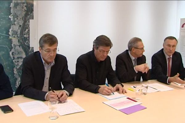 Plusieurs maires des environs de Mulhouse entendent peser sur la présidence de l'agglomération. Le président sortant, Jean-Marie Bockel, leur a apporté son soutien.