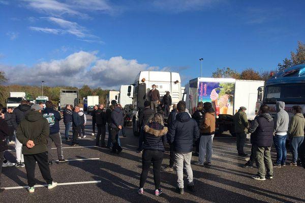 Plusieurs dizaines de forains ont manifesté ce mercredi matin 28 octobre dans les rues de Nancy contre l'annulation de la foire d'automne par le préfet de la Meurthe-et-Moselle.