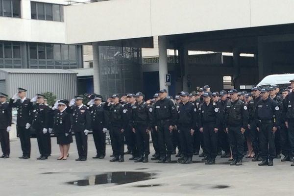 Au commissariat de Bordeaux, l'hommage à Xavier Jugelé tué à Paris le 20 avril 2017